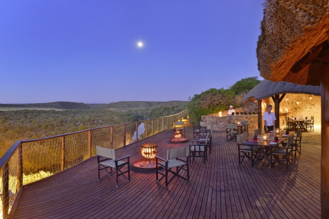 Shamwari-Riverdene-Family-Lodge-Boma-Dinner
