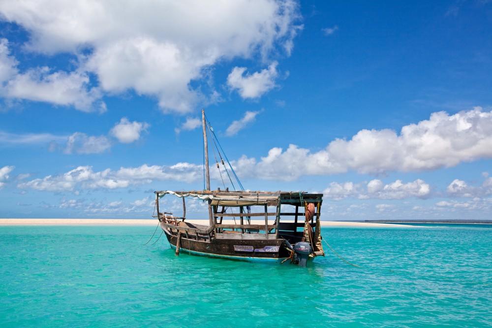 Dhow at Mogundula Island spit.jpg