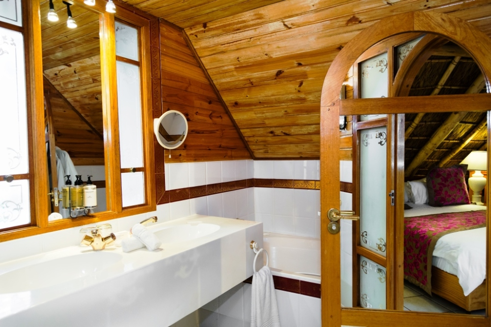 jnr-duplex-suite-bathroom