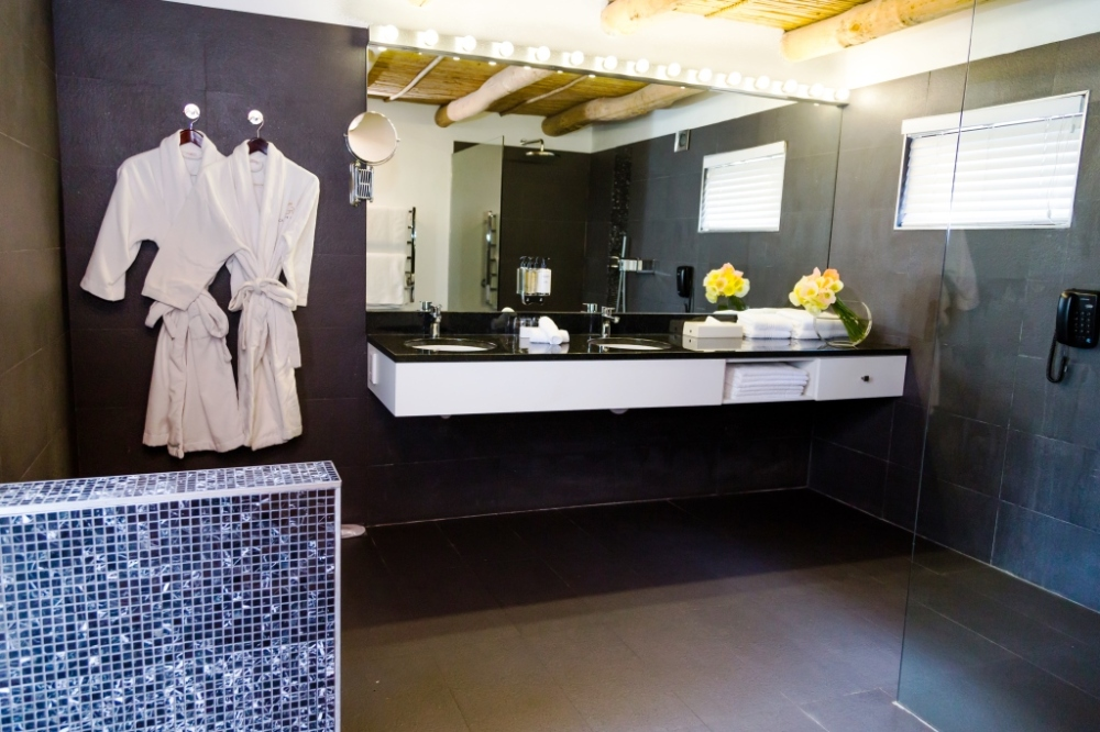 studio-suite-bathroom