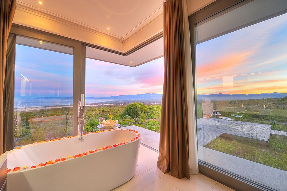 villa-romantic-spa-bath-covered-in-rose-petals-at-the-villa