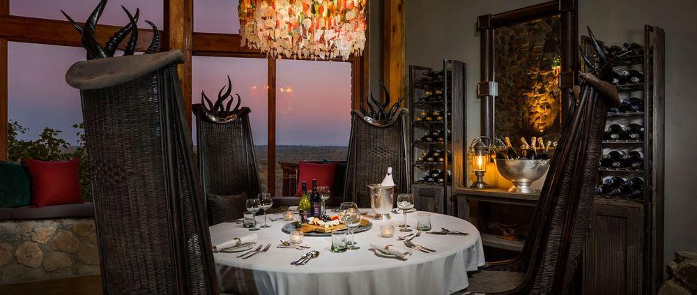 08-ulusaba-rock-lodge-wine-tasting-room.jpg