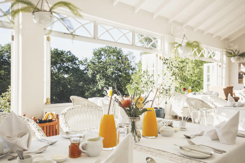 Breakfast conservatory_overlooking_the_grounds_at_schoone_oordt_country_hotel.jpg