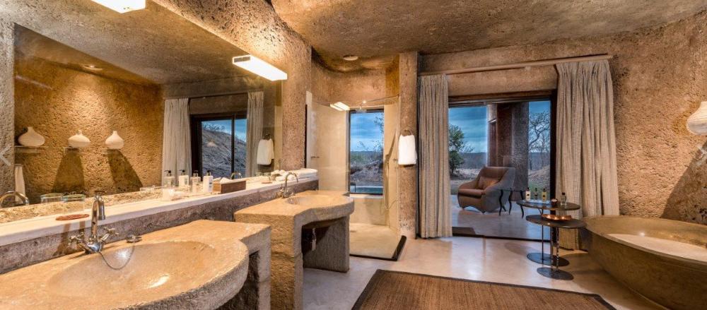Earth Lodge Bathroom
