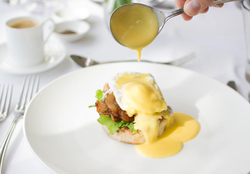 eggs_benedict_at_the_conservatory_restaurant_in_swellendam