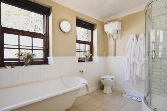 family_bathroom_schoone_oordt_country_hotel_swellendam1