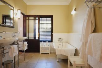 luxury_bathrooms_schoone_oordt_country_hotel_swellendam1