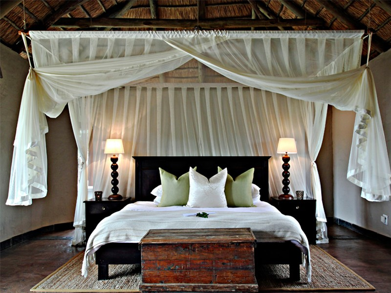 Addo_Eastern_cape_safari_accommodation_hlosi_game_lodge_luxury_suite_bed