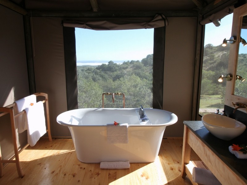 Amakhala_Eastern_Cape_safari_accommodation_Bukela_Luxury_Tent_Bathroom.jpeg