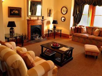 Amakhala_Game_Lodge_Leeuwenbosch_Country_House_interior_lounge_regular-min