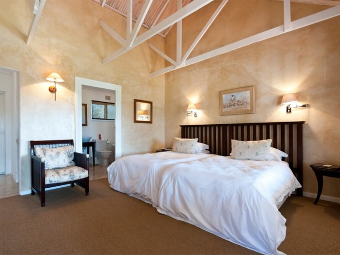 Amakhala_Game_Lodge_Leeuwenbosch_Country_House_suite5_Regular