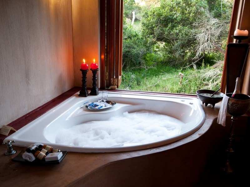 Amakhala_Game_Reserve_Bukela_Game_Lodge_Bath_Regular-min