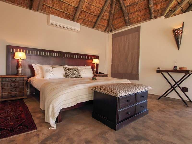 Amakhala_Game_Reserve_Bukela_Game_Lodge_Suite9_Regular-min