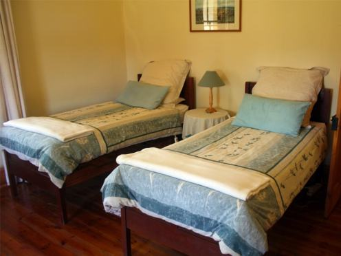 Amakhala_Game_Reserve_Carnarvon_Dale_Lodge_Twin_Room-min