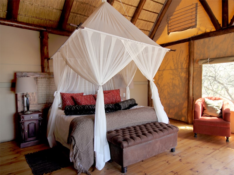 South_African_Game_Reserve_Bush_Lodge_Room-min