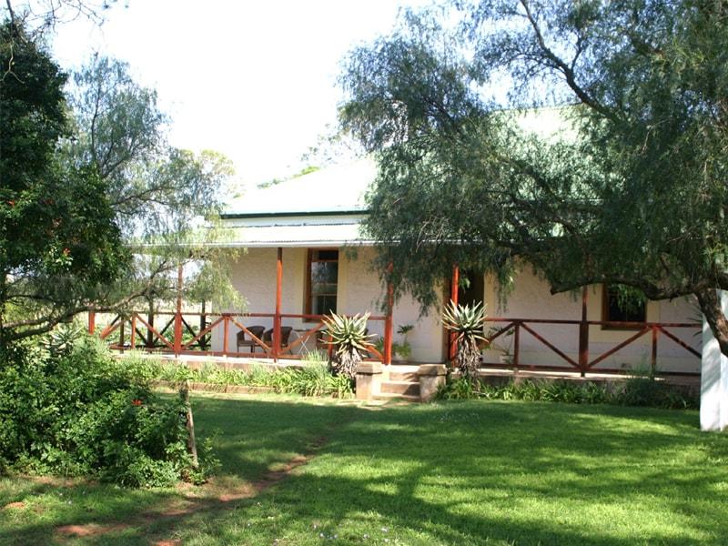 South_African_Safari_Carnarvon_dale_Exterior_Garden-min