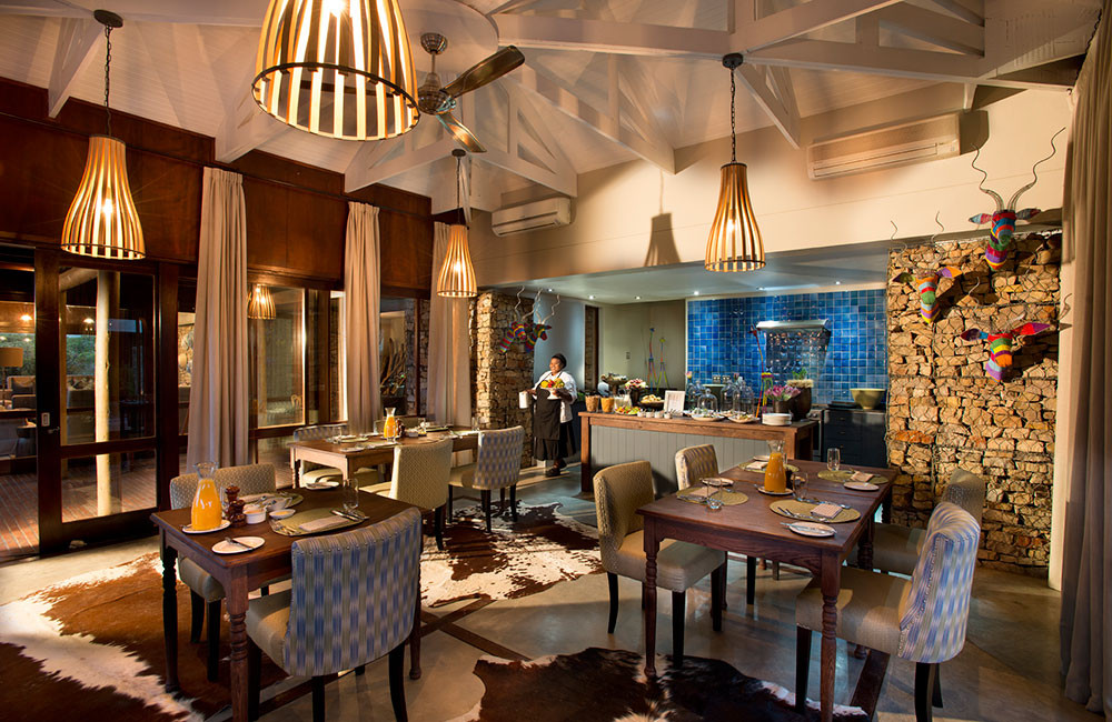 Kwandwe-Ecca-Lodge-dining-room