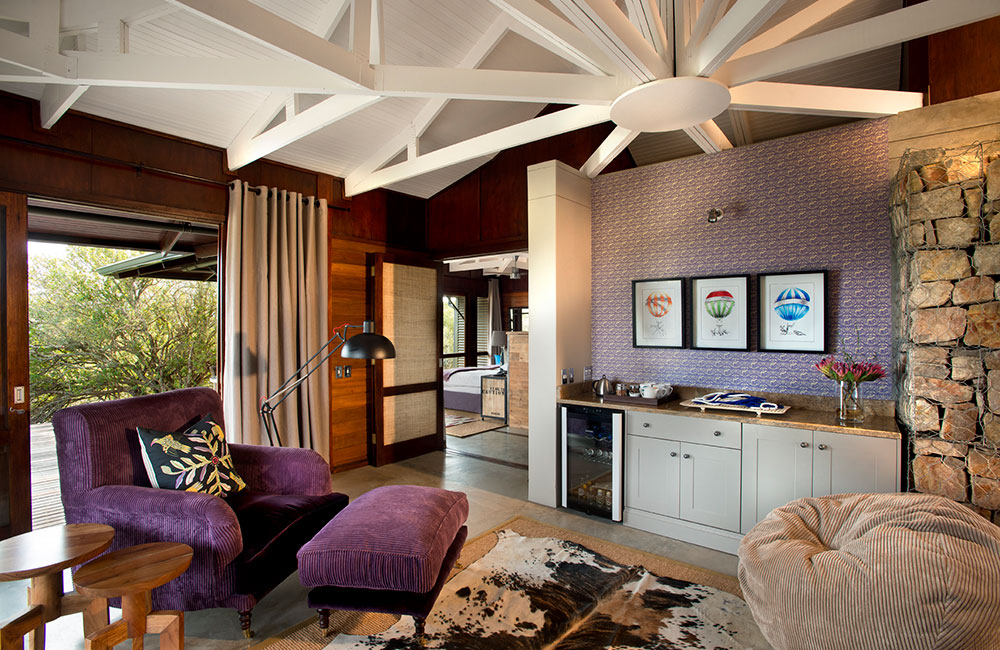 Kwandwe-Ecca-Lodge-suie-lounge-purple