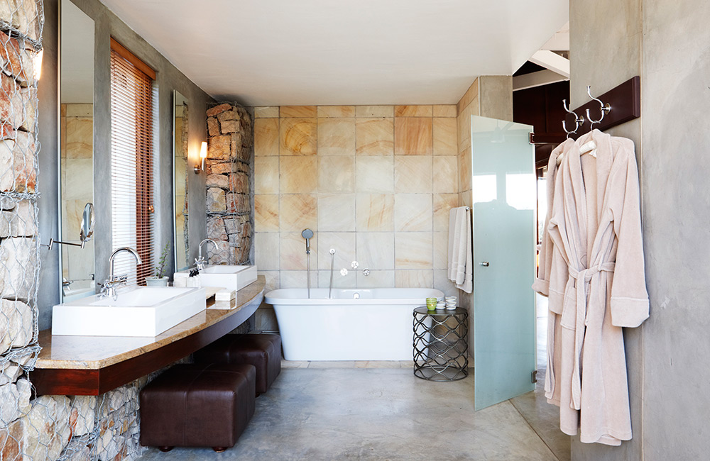 Kwandwe-Ecca-Lodge-suite-bathroom-copy