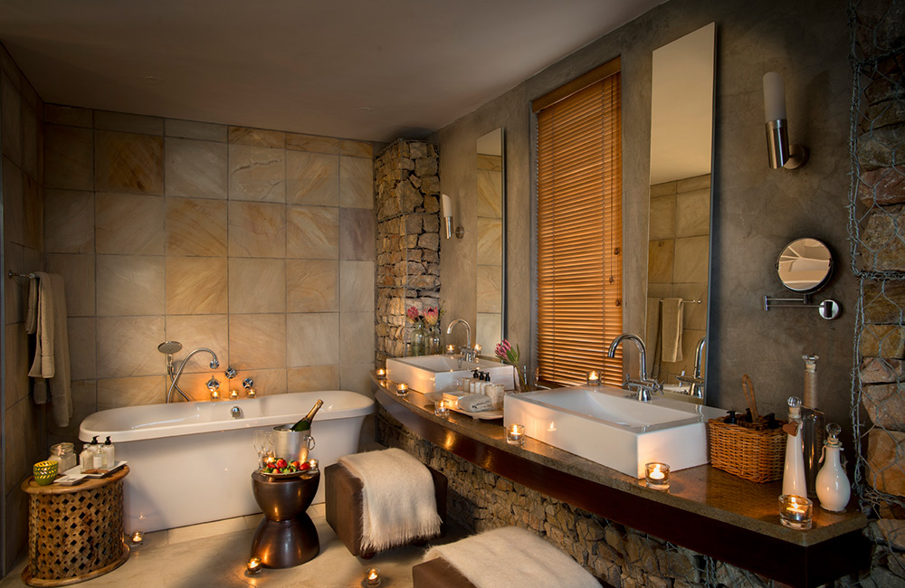 Kwandwe-Ecca-Lodge-suite-bathroom