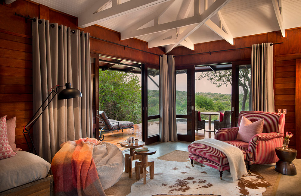 Kwandwe-Ecca-Lodge-suite-lounge-red2
