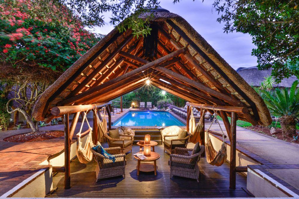 lb_pool_lounge